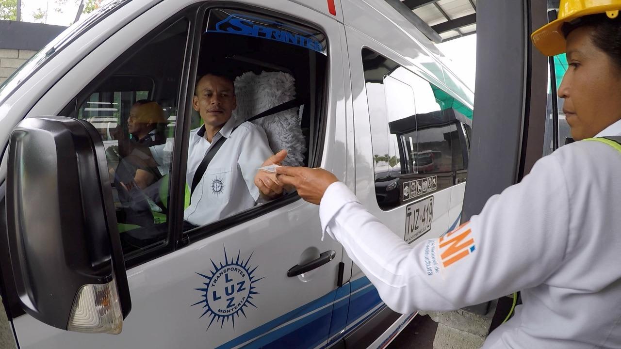 Transportadores de servicio público de pasajeros pagarán 60% de las tarifas en 4 peajes de Córdoba