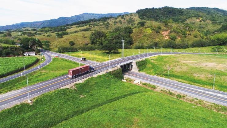 Gobierno entregó vía que mejora conexión entre Medellín, el Eje Cafetero y el Pacífico