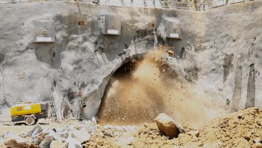 Con detonación controlada avanza la construcción del túnel 8 de Ruta del Sol sector I