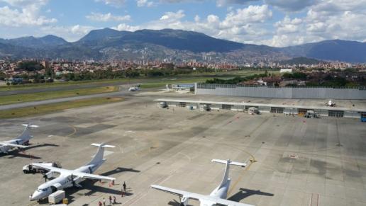 En firme autorización de la zona primaria aduanera del aeropuerto Olaya Herrera de Medellín
