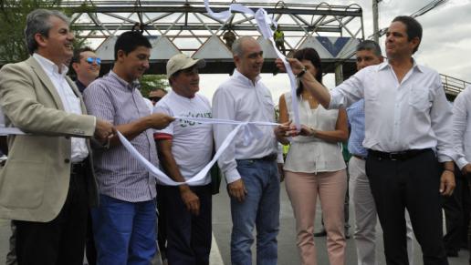 Vargas lleras visit obras de puente que une a colombia for Oficina ola santander