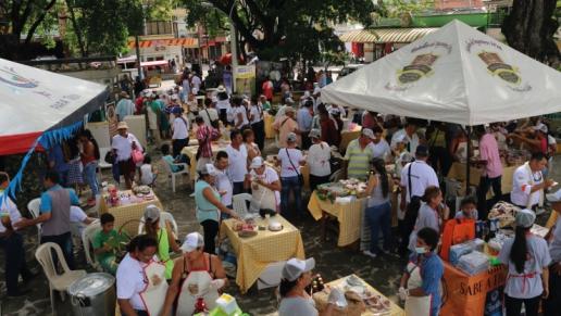 Autopista Río Magdalena, una concesión de la ANI, inauguró Merca Emprende, el primer mercado de emprendedores de la región