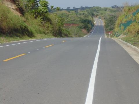 La variante de Caucasia y la vía Zaragoza-Caucasia en Antioquia, estarán listas el primer semestre de 2019