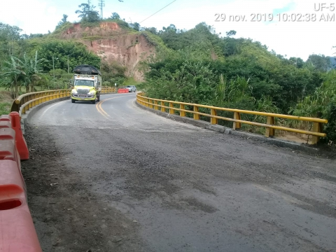 En 10 horas, el Gobierno Nacional recuperó la movilidad en la vía Puerto Berrío – Medellín