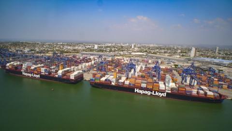 En puerto de Cartagena, 13 grúas atendieron tres megabarcos al tiempo, en una operación sin precedentes en el país