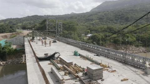 Puente Chárte, en Yopal, logró la unión de sus dos extremos,  gracias a la fundición de la dovela final