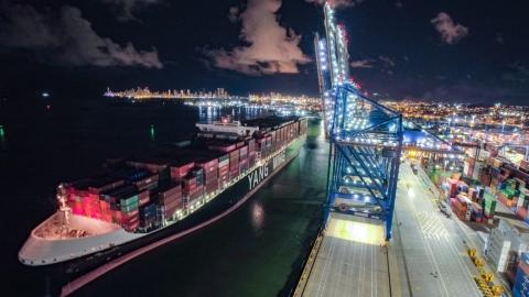 Puerto de Cartagena marca hito al recibir al YM Warranty, el barco con mayor capacidad de carga que ha arribado a 'La Heroica'