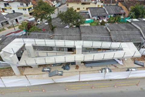 Nuevo puente peatonal en la autopista Medellín-Bogotá beneficiará a 5.000 habitantes de El Santuario, Antioquia