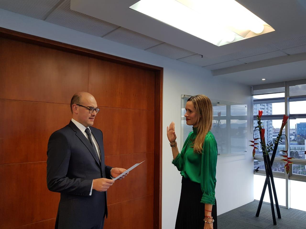 Presidente de la ANI posesiona a Diana Cardona como nueva vicepresidenta de estructuración de la Entidad