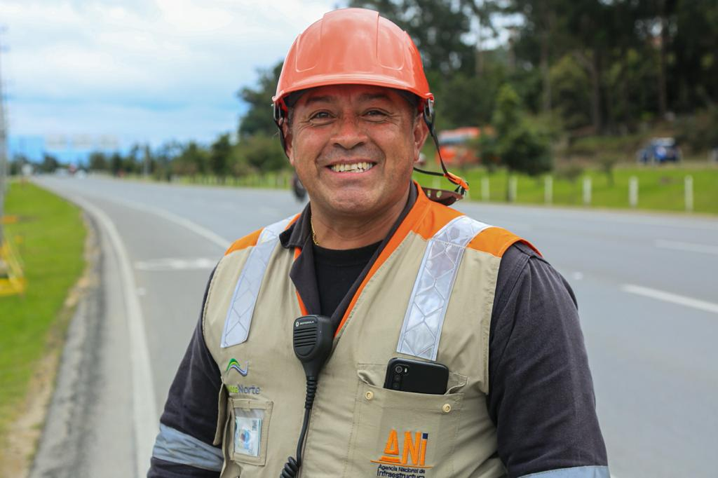 Como 'ángeles de la guarda' ven a los operadores del carro-taller: uno de los servicios con los que cuentan los corredores viales concesionados por la ANI